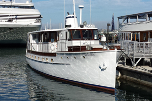Renown yacht by Hornblower
