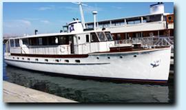 Renown mega yacht