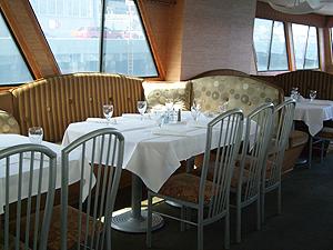 Newport Hornblower dining table